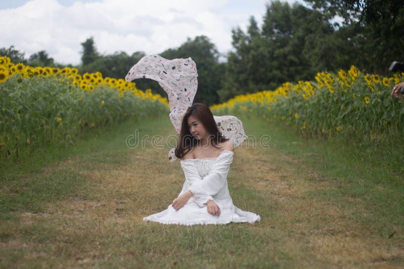 Kvinnaklänningvit arkivfoto