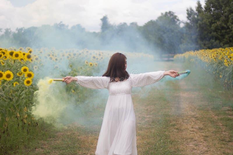 Kvinnaklänningvit fotografering för bildbyråer