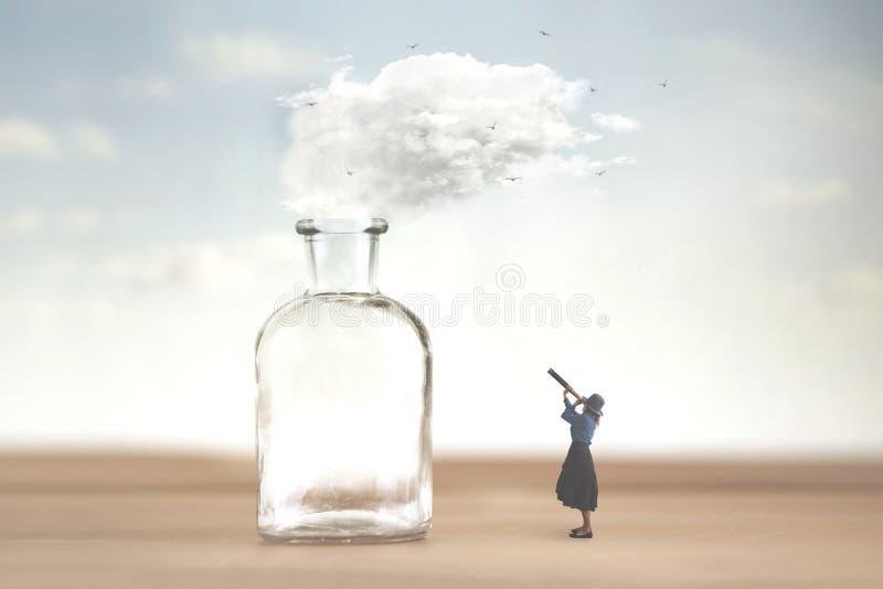 Kvinnaklockor med teleskopet ett moln som frig?ras fr?n en vas och flykter in i himlen arkivfoto