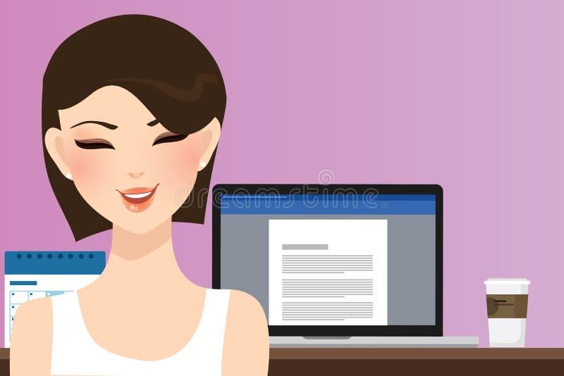 Kvinnaleende framme av datoren som i regeringsställning arbetar hem- som kopieringsförfattareillustration av den härliga lyckliga stock illustrationer
