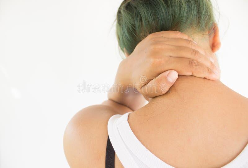 Kvinnalidande från hals smärtar royaltyfri foto