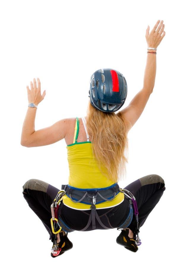 Kvinnan frigör klättring royaltyfri foto