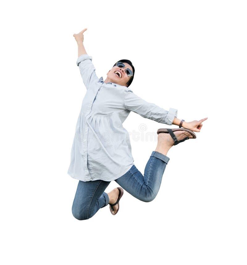 Kvinnan hoppar för glädje royaltyfria foton