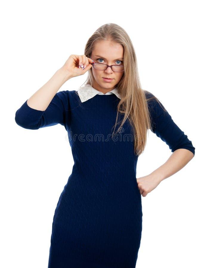 Kvinnan i exponeringsglas ser strängt oss fotografering för bildbyråer