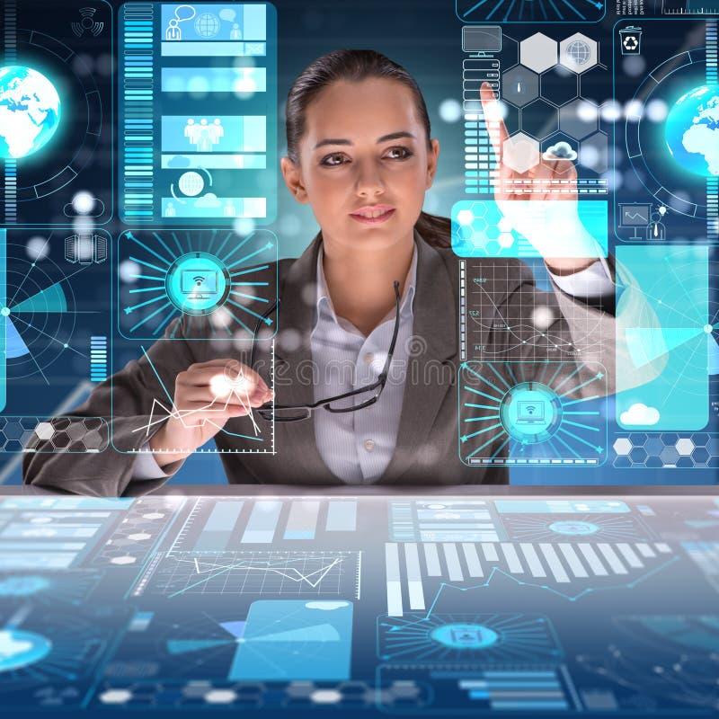 Kvinnan i futuristiska data som bryter begrepp stock illustrationer