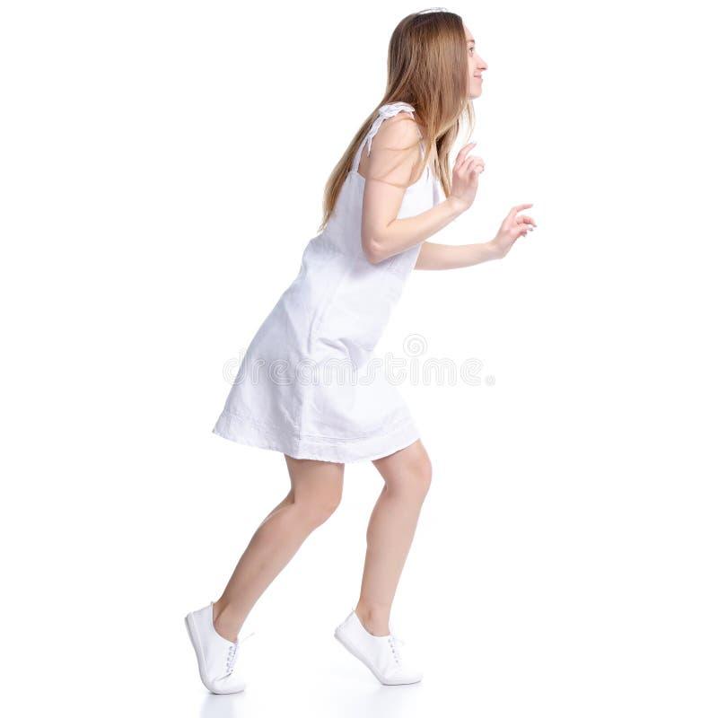 Kvinnan i vita klänningskvallerbyttor smyga sig upp royaltyfria foton