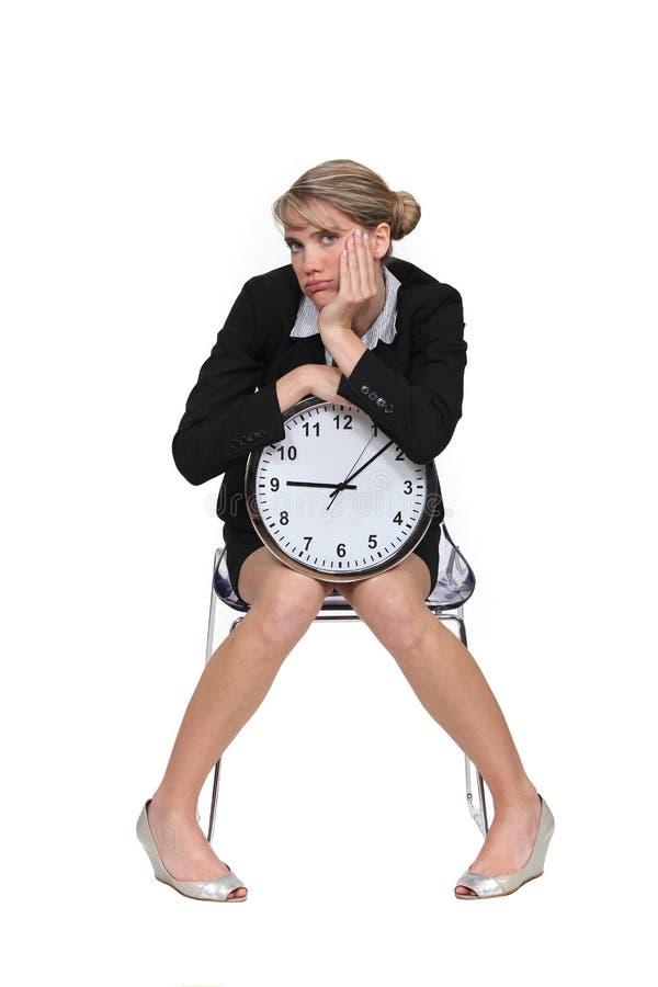 Kvinnan matade upp med att vänta arkivfoto