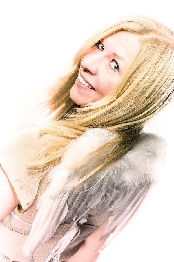 Kvinnan med ängel påskyndar att le på jultid royaltyfri fotografi