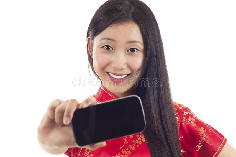 Kvinnan med mobil ringer arkivbilder