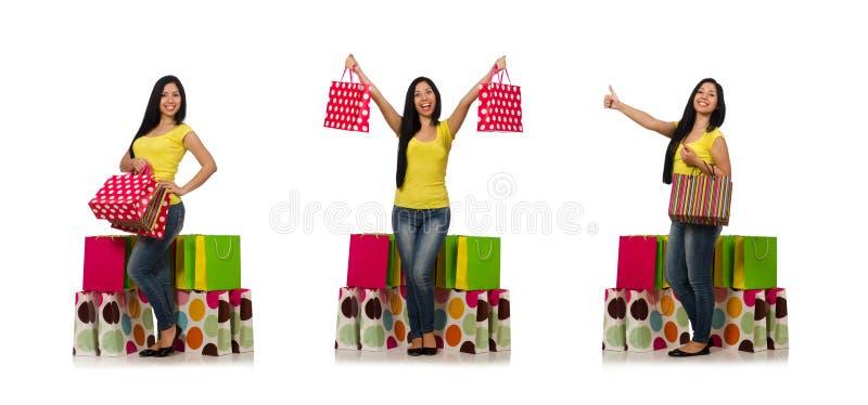 Kvinnan med shoppingp?sar som isoleras p? vit royaltyfria bilder
