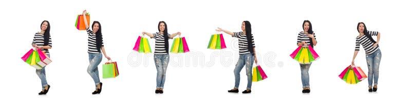 Kvinnan med shoppingp?sar som isoleras p? vit royaltyfri bild