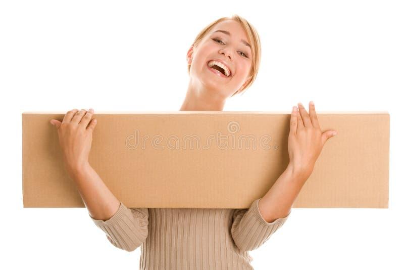 Kvinnan med stiger ombord boxas arkivbild