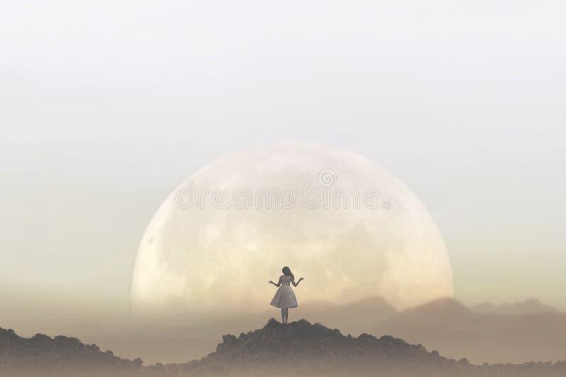 Kvinnan mediterar framme av en jätte- måne arkivfoton