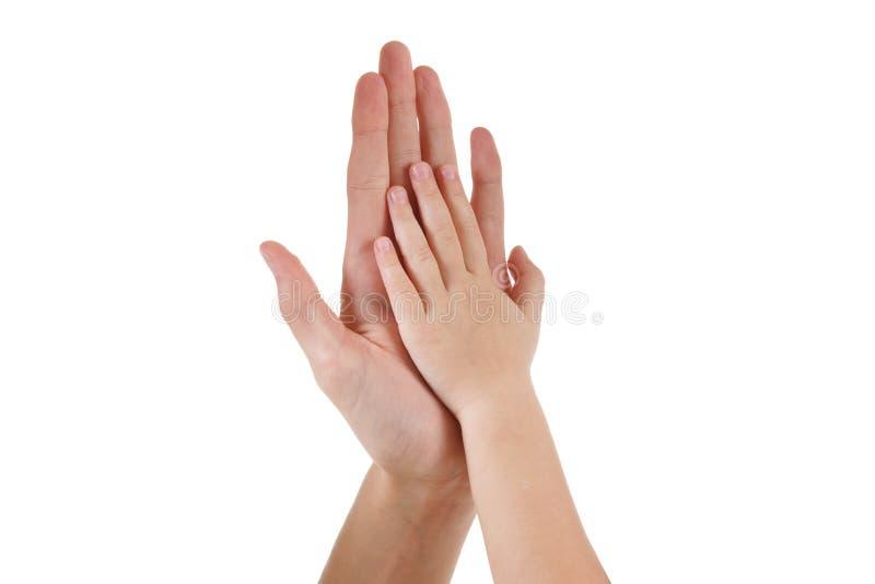 Kvinnan och behandla som ett barn att spela med handen som isoleras tillsammans på vit, förälskelse och familjen royaltyfri fotografi