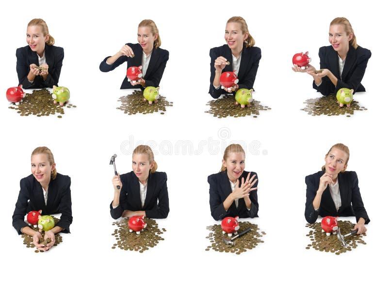 Kvinnan som bryter spargrisen för besparingar arkivbild