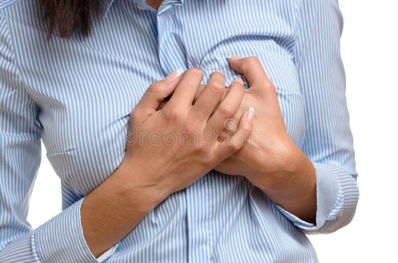 Kvinnan som griper hennes bröst smärtar in royaltyfri foto
