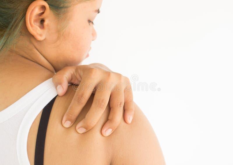 Kvinnan som lider från skulder, smärtar arkivbild
