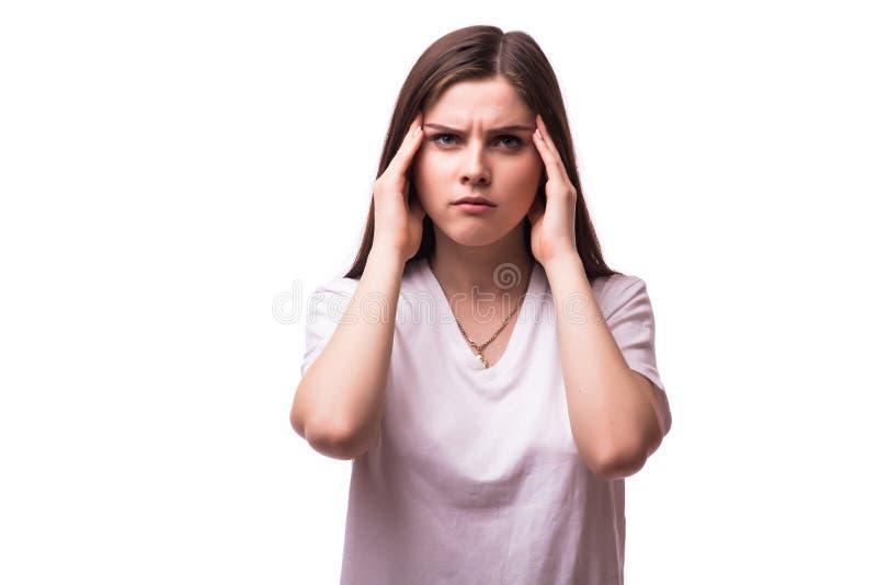 Kvinnan som rymmer hennes huvud smärtar och förorsakar obehag in arkivbild