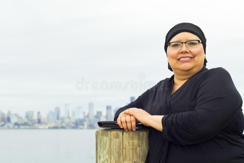 Kvinnan tycker om livsstilStolpe-kirurgi royaltyfria bilder