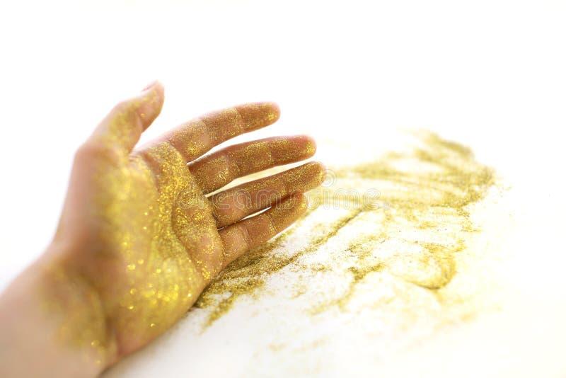 Kvinnans hand med mousserar royaltyfri bild