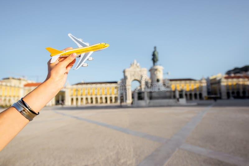 Kvinnaresande i Lissabon, Portugal royaltyfria foton
