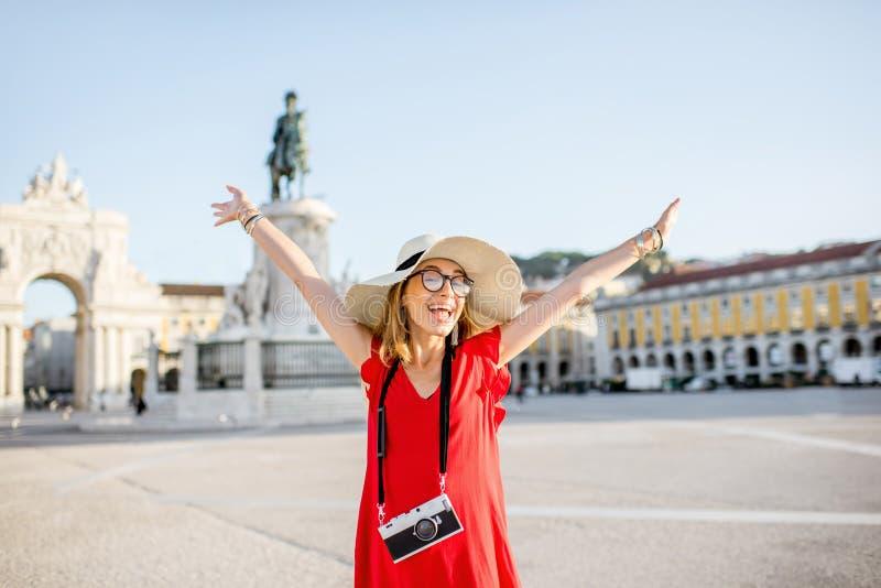 Kvinnaresande i Lissabon, Portugal royaltyfri fotografi