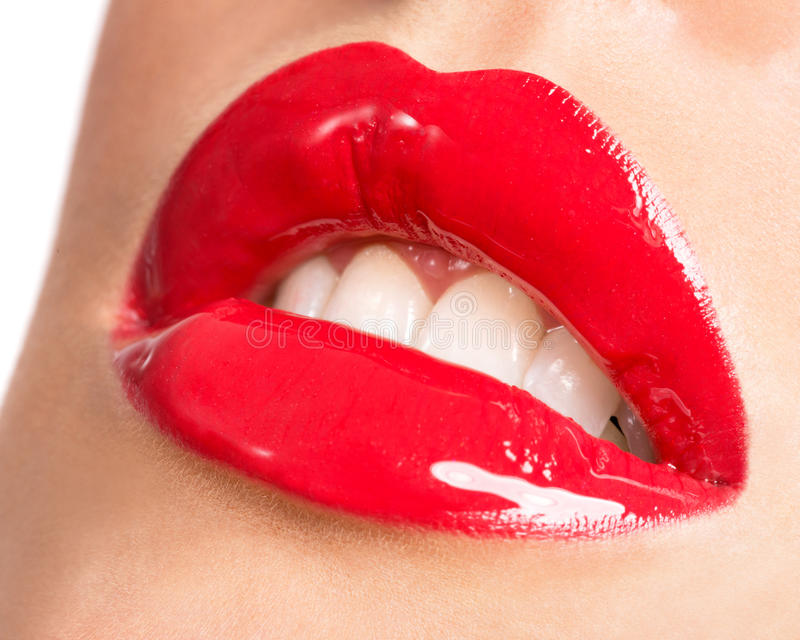 Kvinnas kanter med röd läppstift royaltyfri fotografi