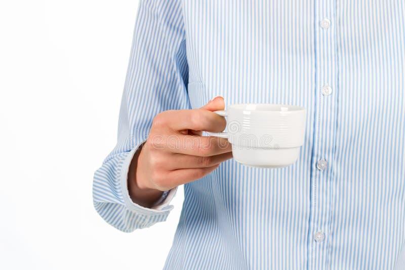 Kvinnas kopp för kaffe för hand hållande arkivfoton