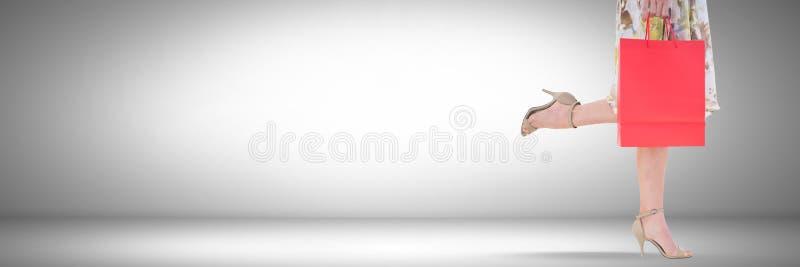 Kvinnashopping med påsen och karaktärsteckning fotografering för bildbyråer