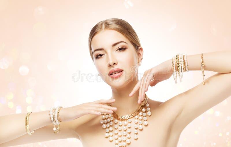 Kvinnasmycken, skönhetmodemodell Jewellery, elegant flickamakeup arkivfoto