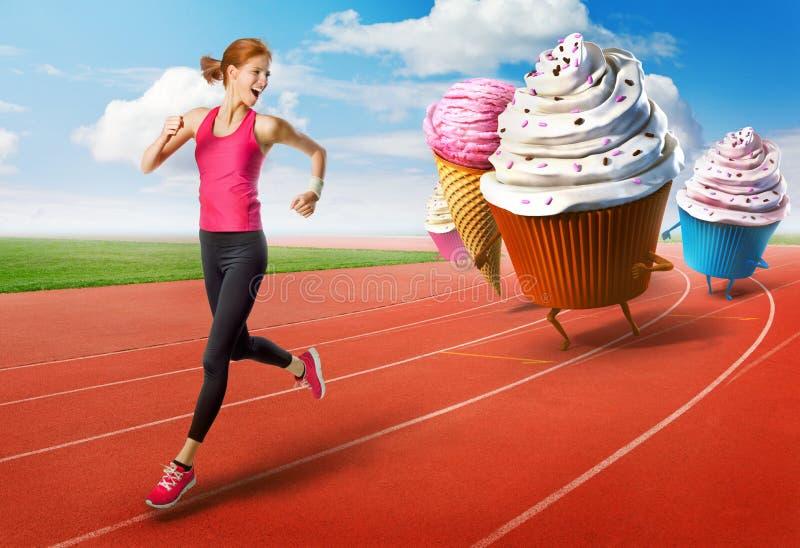 Kvinnaspring i väg från sötsaker royaltyfria bilder