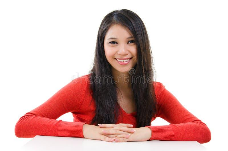 Kvinnastående för blandat lopp royaltyfri bild