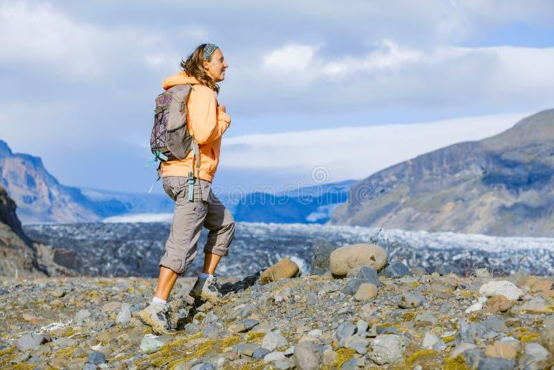 Kvinnaturist i Island arkivfoto