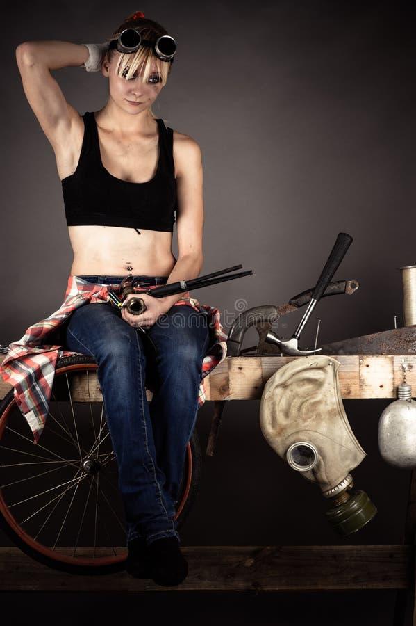 Kvinnauppfinnare mycket tanke fotografering för bildbyråer
