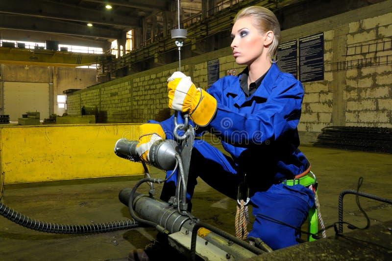 kvinnaworking fotografering för bildbyråer