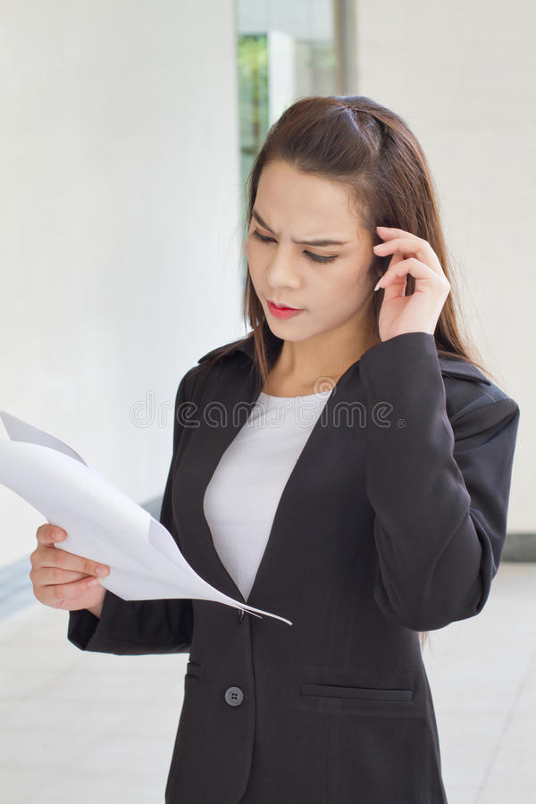 Kvinnlig affärsledare med spänning arkivbilder