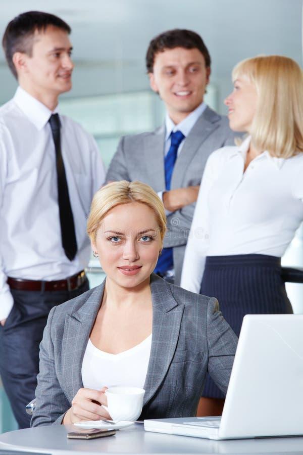 Kvinnlig arbetsgivare royaltyfri foto