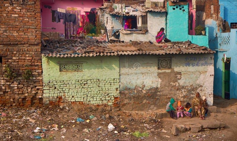 Kvinnlig del av inte som den rika indiska familjen arkivbild