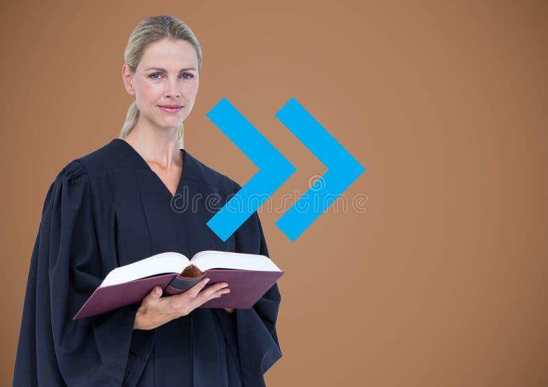 Kvinnlig domare mot brun bakgrund med den blåa pilen arkivbilder