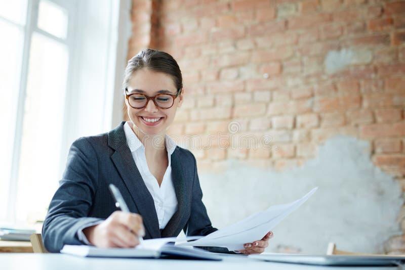 Kvinnlig entreprenör royaltyfri foto