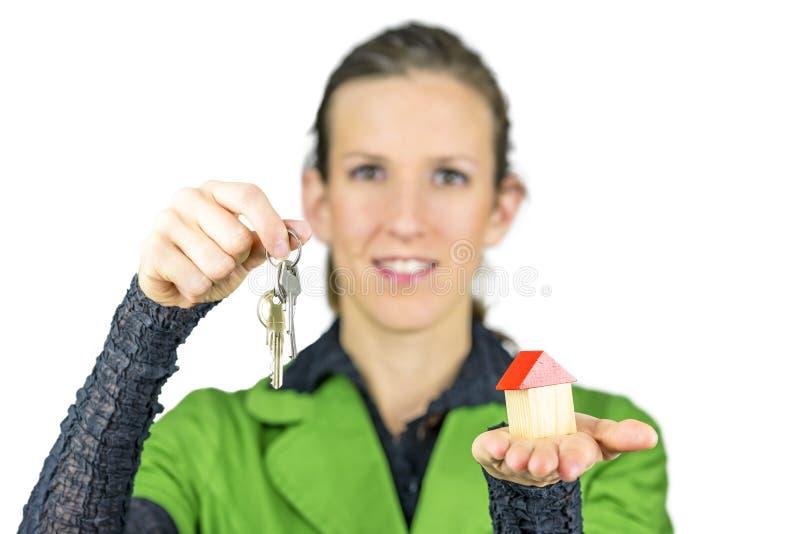 Kvinnlig fastighetsmäklare royaltyfri fotografi