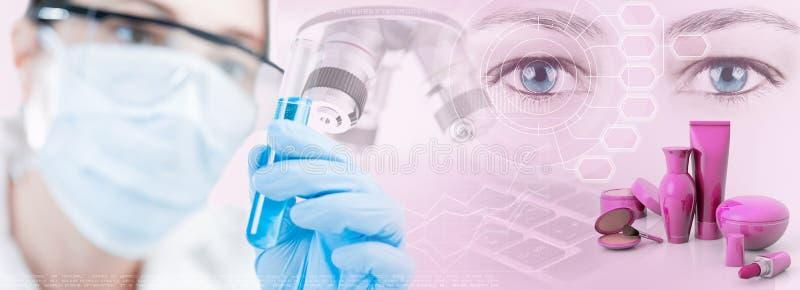 Kvinnlig forskare, mikroskop och vetenskaplig forskning i kosmetisk bransch royaltyfri fotografi