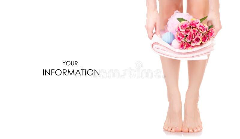 Kvinnlig fot modell för brunnsort för skönhet för bubbelbad för svamp för bad för benhanddukblommor royaltyfria bilder