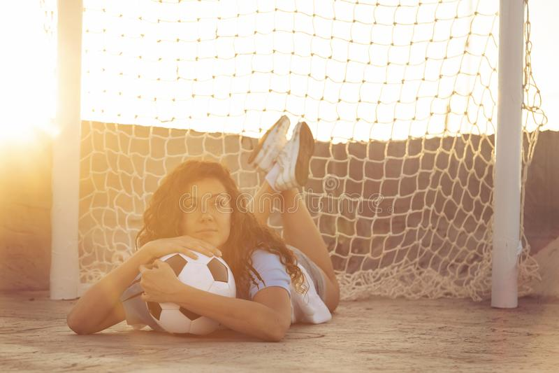 Kvinnlig fotbollsfan royaltyfri fotografi