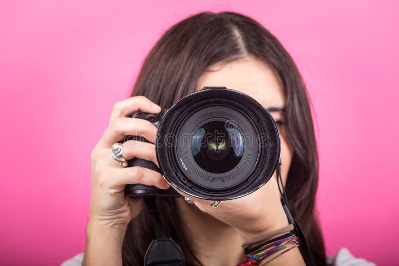 Kvinnlig fotograf Portrait royaltyfria bilder