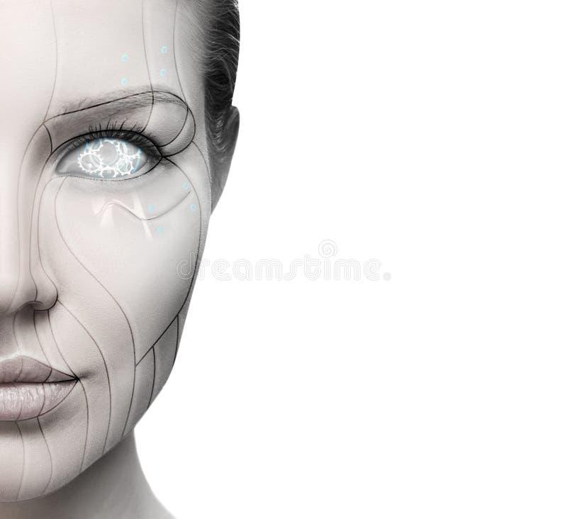 Kvinnlig framsida för härlig cyborg som isoleras på vit fotografering för bildbyråer