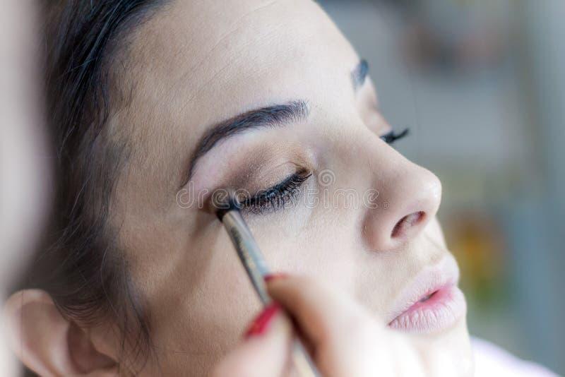 Kvinnlig framsida för smink Ögonbryn, ögon och hår arkivfoto