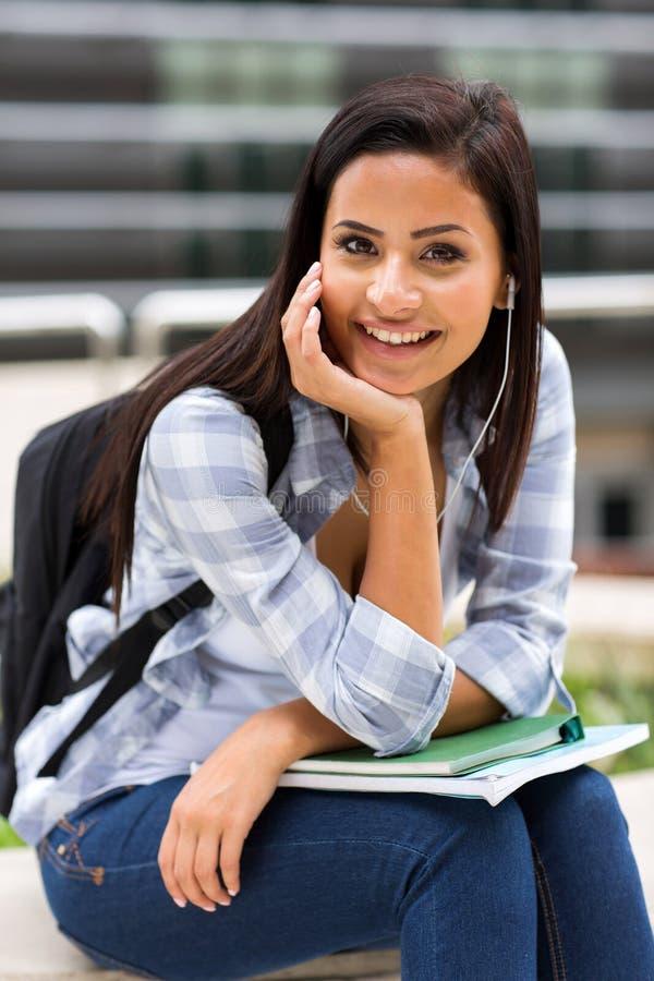 Kvinnlig högskolestudent royaltyfri fotografi