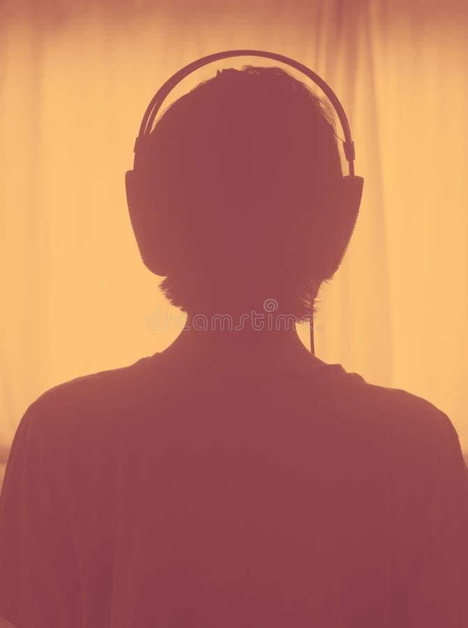 Kvinnlig hörlurar för discjockeydeejaykvinna arkivbilder