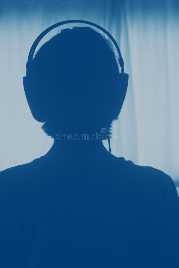 Kvinnlig hörlurar för discjockeydeejaykvinna royaltyfri bild
